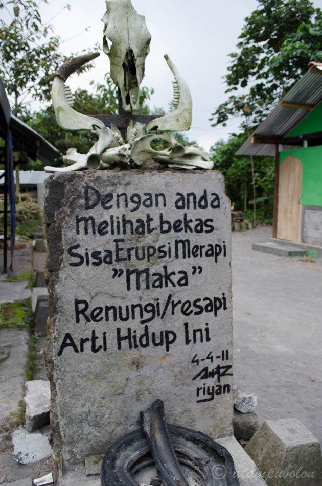 tugu di museum letusan Gunung Merapi