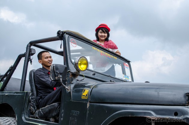 foto 'prewed' di jeep :)